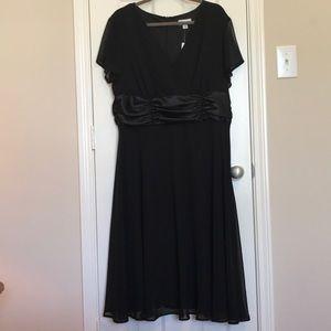 NWT Avenue Dress